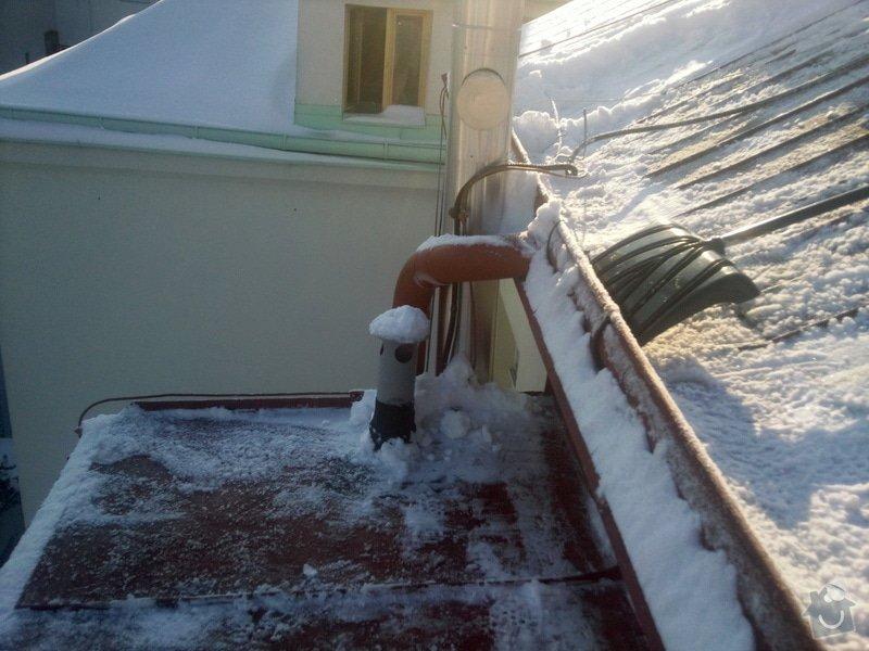 Odstranění sněhu ze střechy pomocí horolezecké techniky: Fotografie023