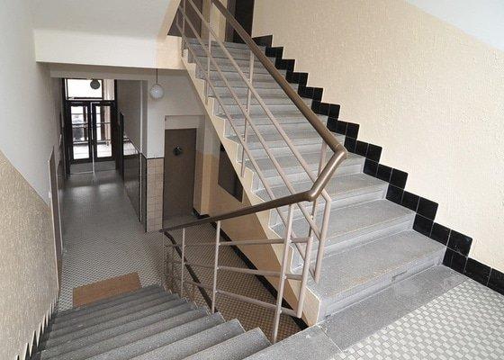 Rekonstrukce 7 bytů v činžovní domě včetně fasády a balkónů