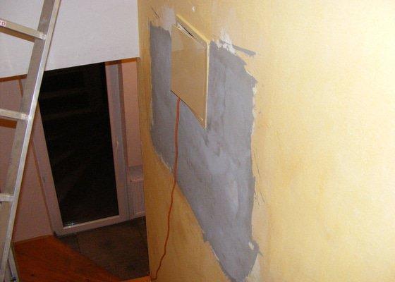 Rekonstrukce chodby, oprava odpadu v koupelně