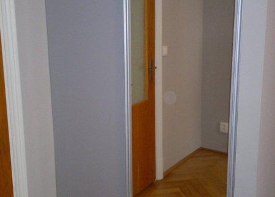Knihovna, posuvné dveře, dělící stěna