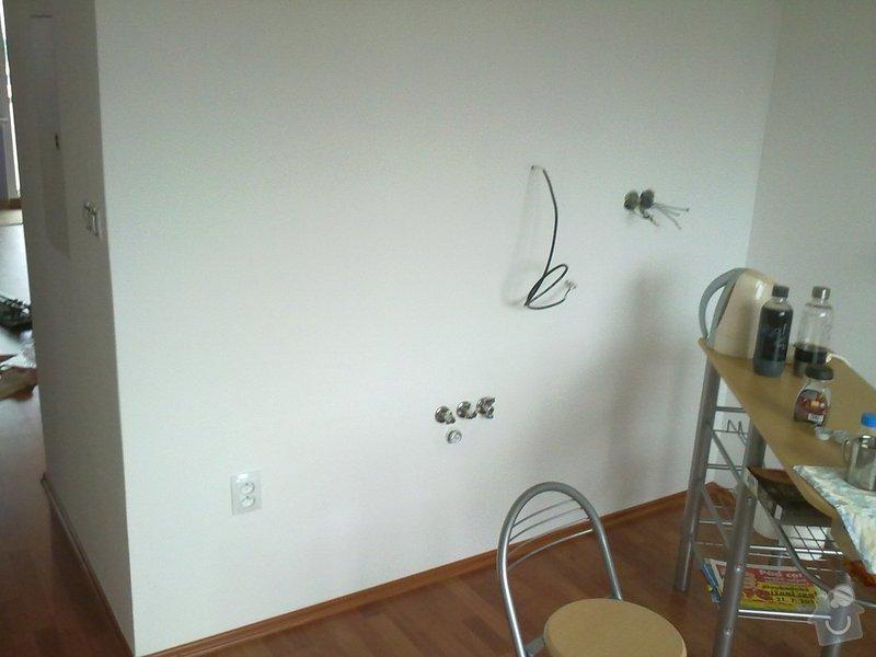 Kompletní rekonstrukce bytového jádra, vyzdění jádra, obložení , podezdění vany a umyvadla, dlažba, štukové omítky: 06082011360