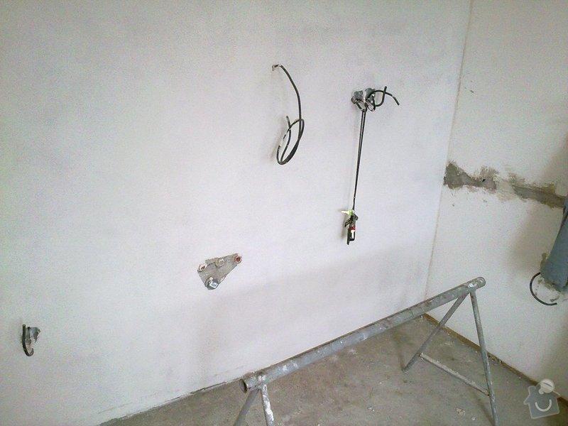 Kompletní rekonstrukce bytového jádra, vyzdění jádra, obložení , podezdění vany a umyvadla, dlažba, štukové omítky: 25072011263