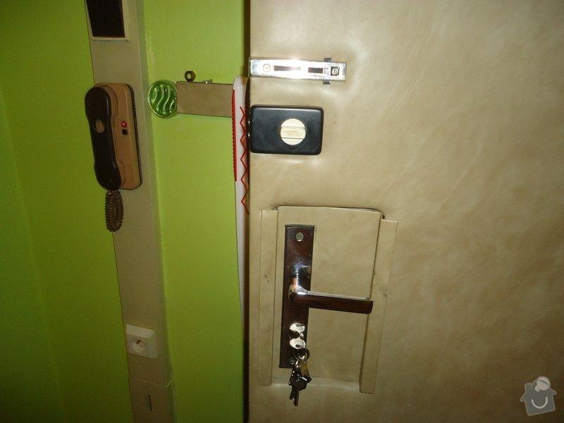 Vykopnuté panelákové dveře: DSC02105