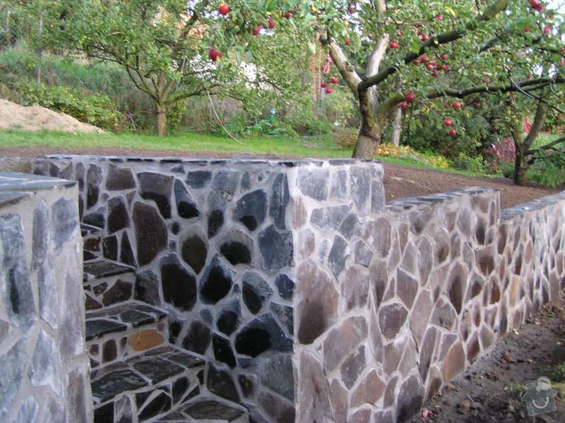 Výstavba opěrné zdi +schody v zahradě: PA098220