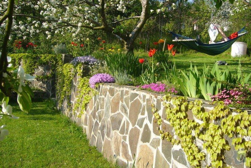 Výstavba opěrné zdi +schody v zahradě: P1020385