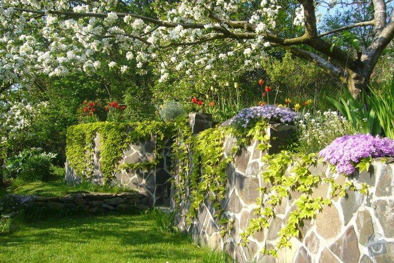 Výstavba opěrné zdi +schody v zahradě: P1020387