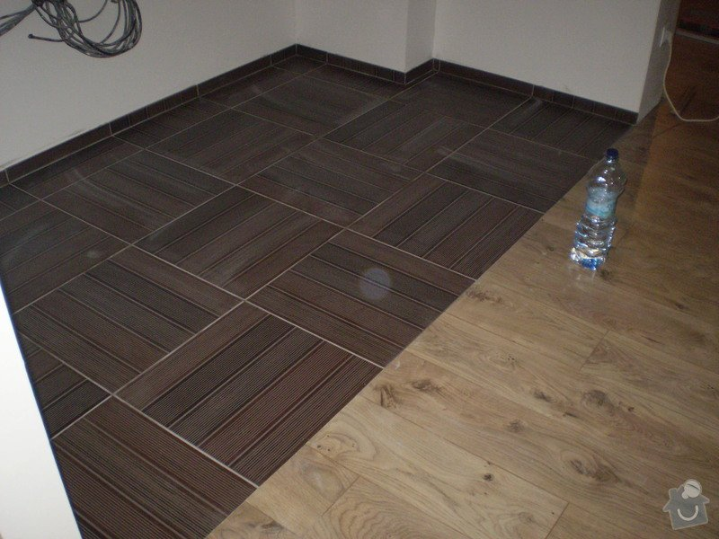 Pokladka plovouci podlahy a dlazby, obklad kuchyne: P3020002