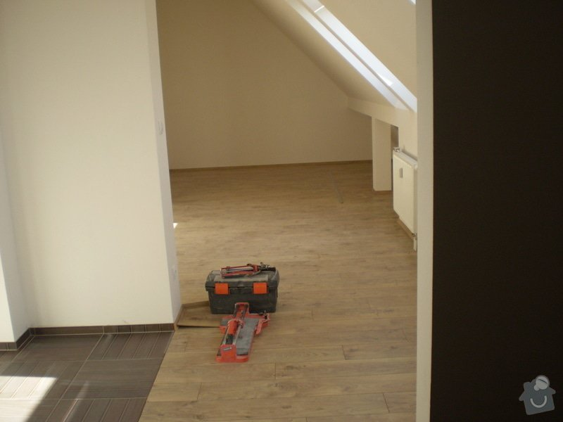Pokladka plovouci podlahy a dlazby, obklad kuchyne: P3030012