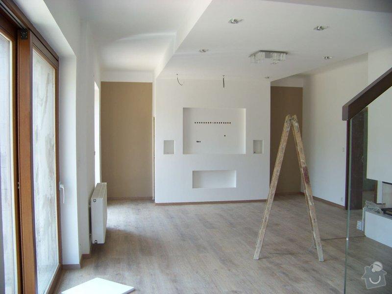 Sádrokartonový podhled a stěna v obývacím pokoji: 100_3880