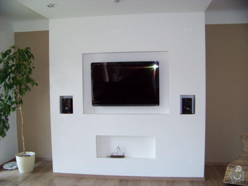 Sádrokartonový podhled a stěna v obývacím pokoji: 100_3975