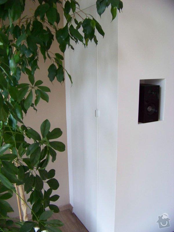Sádrokartonový podhled a stěna v obývacím pokoji: 100_3977