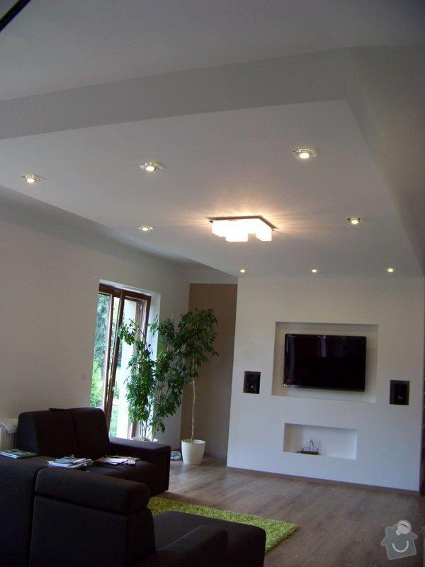 Sádrokartonový podhled a stěna v obývacím pokoji: 100_3974