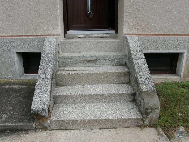 Oprava vnější betonové zdi a schodů: P8141585