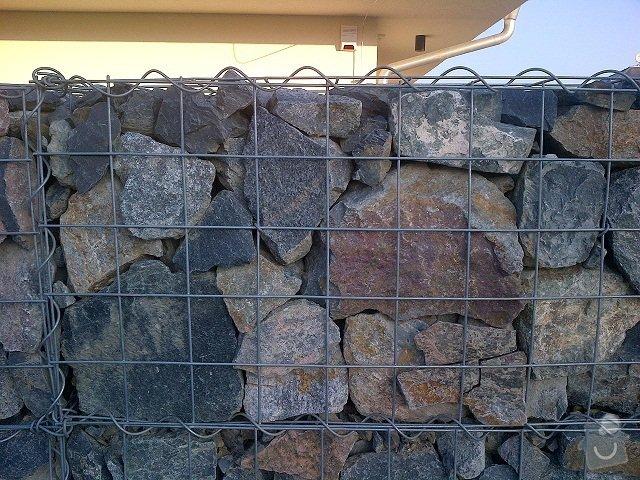 Stavba plotu(gabiony), brány, parkovacího stání: Herink-20120307-00005