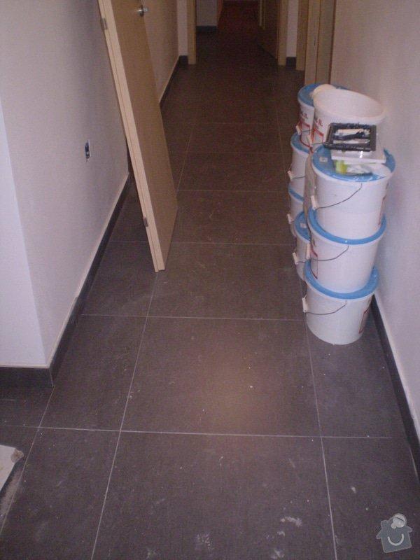Betonování garáže, velkoformátová dlažba, obklad koupelny: P4070147