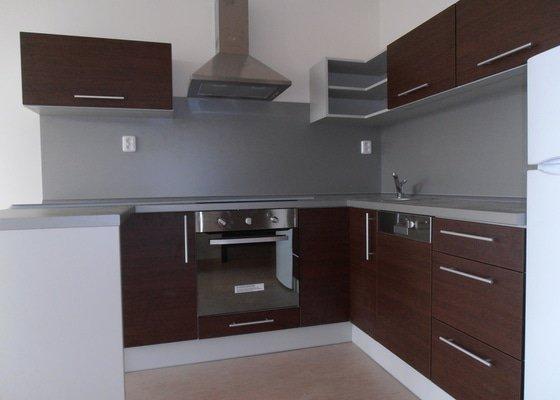 Výroba a montáž kuchyní a zakázkového nábytku