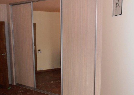Výroba a montáž vestavěné skříně
