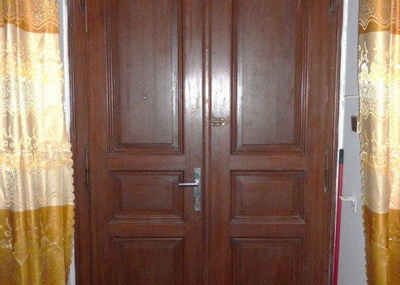 Výroba posuvných dveří do interiéru obývacího pokoje
