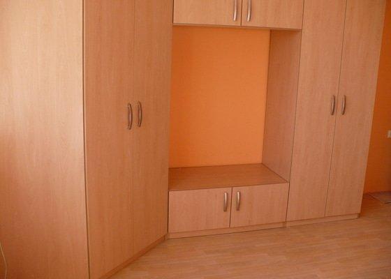 Výroba a montáž skříně do obývacího pokoje