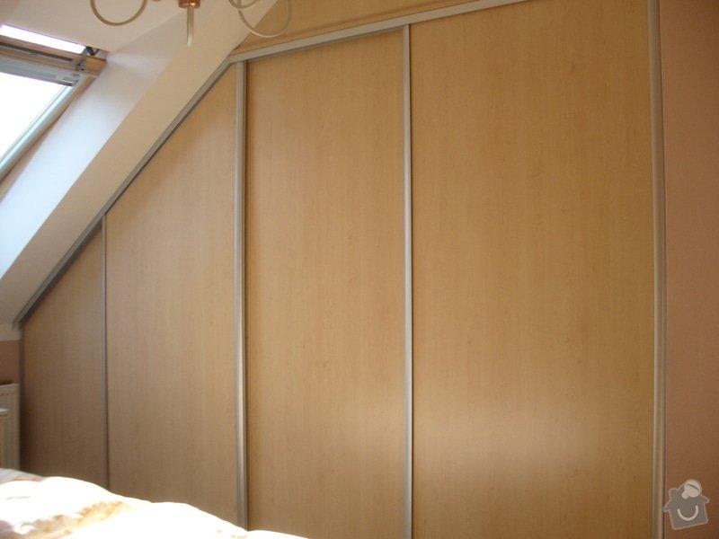 Vestavěná skříň, šikmá vestavěná skříň, škříň, PC stůl, noční stolky a ostatní nábytek: P1230249