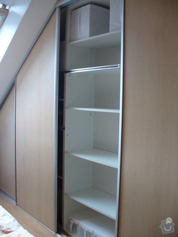 Vestavěná skříň, šikmá vestavěná skříň, škříň, PC stůl, noční stolky a ostatní nábytek: P1230259