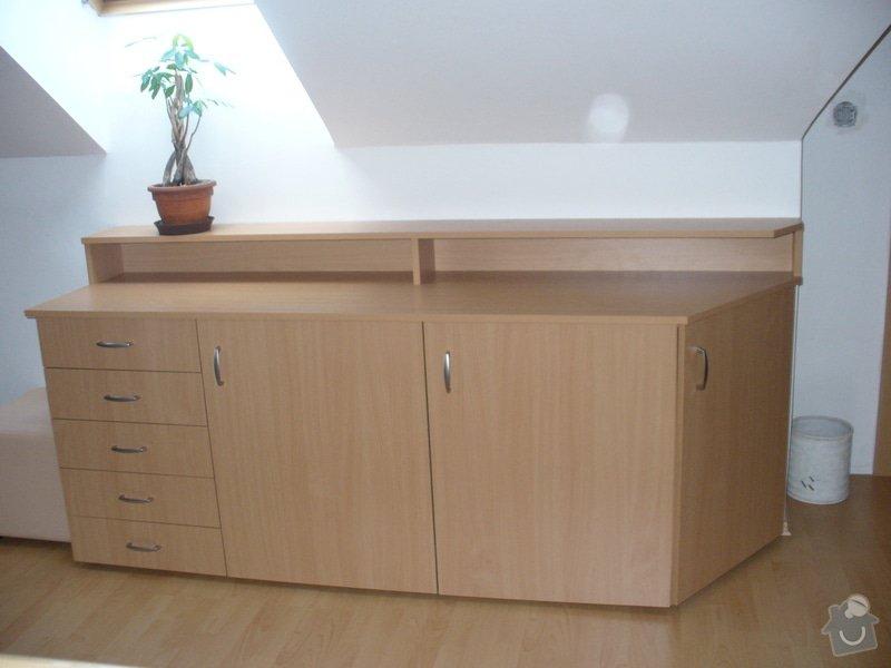 Vestavěná skříň, šikmá vestavěná skříň, škříň, PC stůl, noční stolky a ostatní nábytek: P1230264