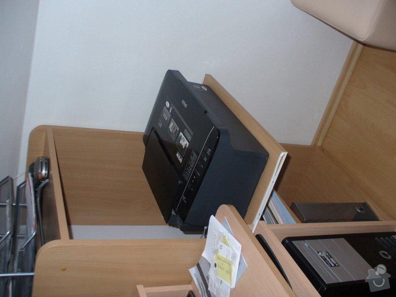Vestavěná skříň, šikmá vestavěná skříň, škříň, PC stůl, noční stolky a ostatní nábytek: P1230267