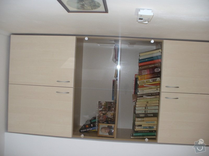 Vestavěná skříň, šikmá vestavěná skříň, škříň, PC stůl, noční stolky a ostatní nábytek: P1230269