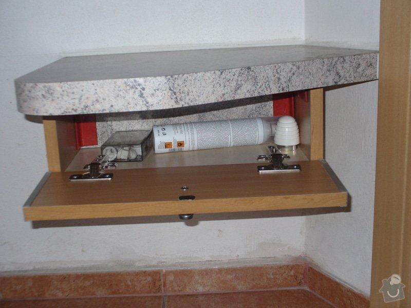 Vestavěná skříň, šikmá vestavěná skříň, škříň, PC stůl, noční stolky a ostatní nábytek: P1230273