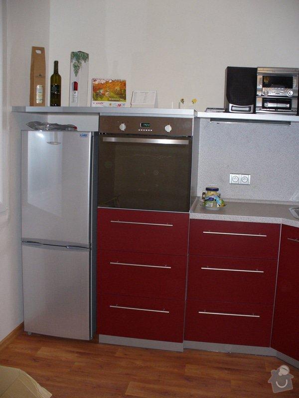 Kuchyňská linka, vestavěná skříň 5 m: P1220476