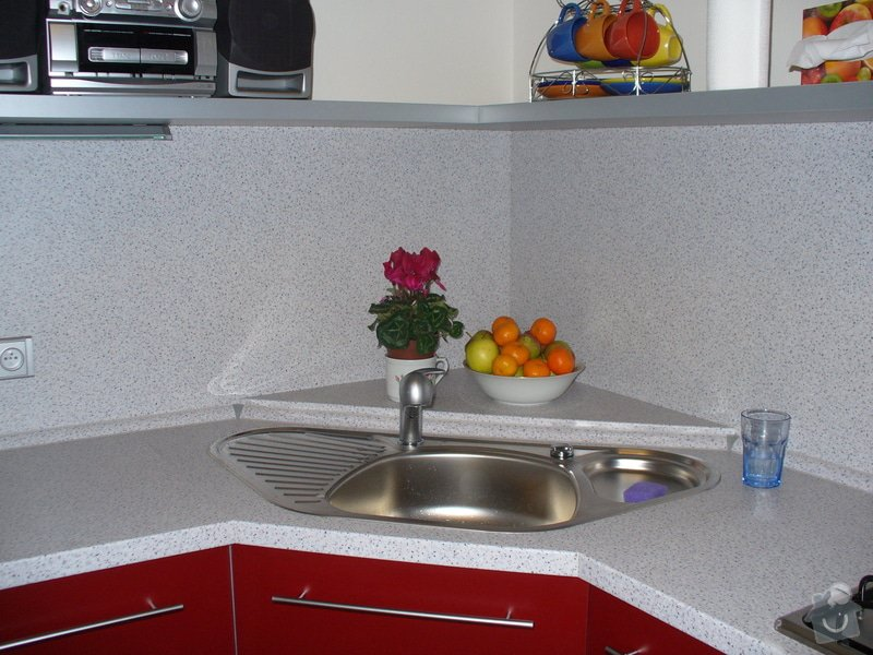 Kuchyňská linka, vestavěná skříň 5 m: nase
