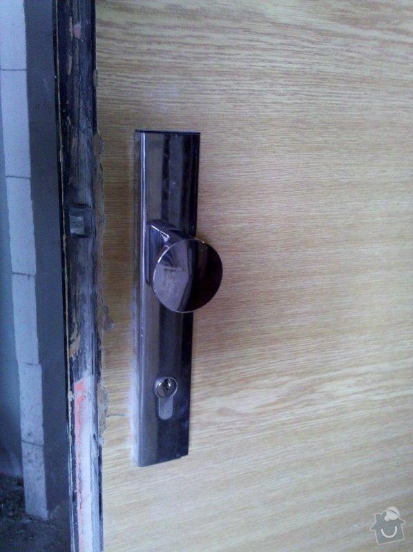 Bezpečnostní dveře vstupní dveře do bytu v panelovém domě včetně zárubně: IMG_20120316_123614