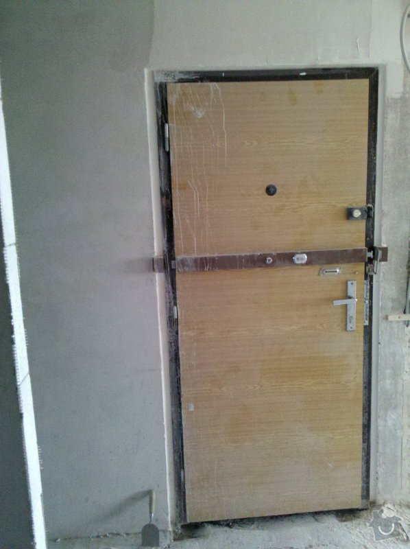 Bezpečnostní dveře vstupní dveře do bytu v panelovém domě včetně zárubně: IMG_20120316_123429