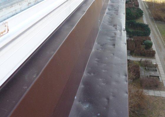 Plechovy parapet na balkon