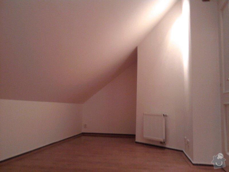 Pokládka plovoucí podlahy,malování na bílo podkrovního bytu: Fotografie0423