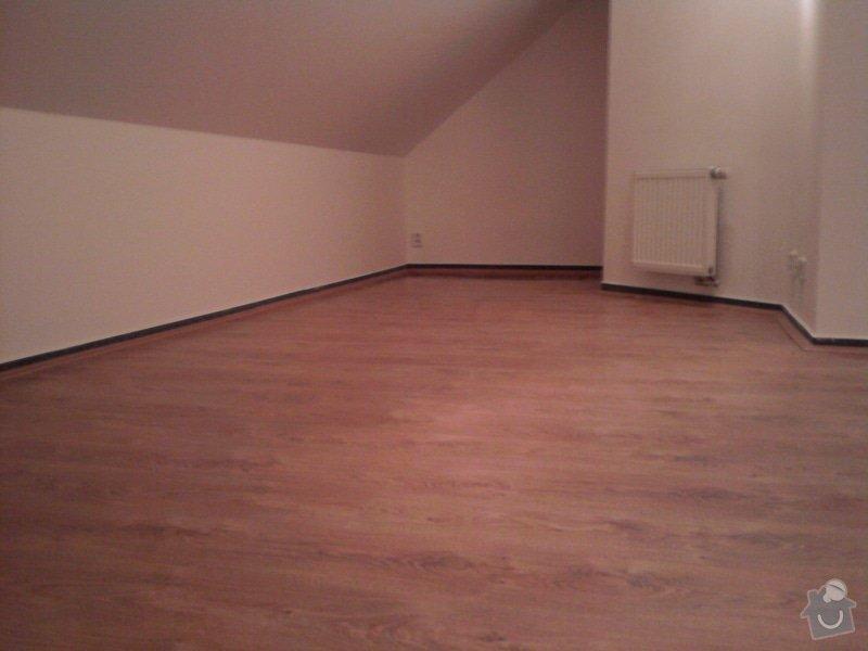 Pokládka plovoucí podlahy,malování na bílo podkrovního bytu: Fotografie0422