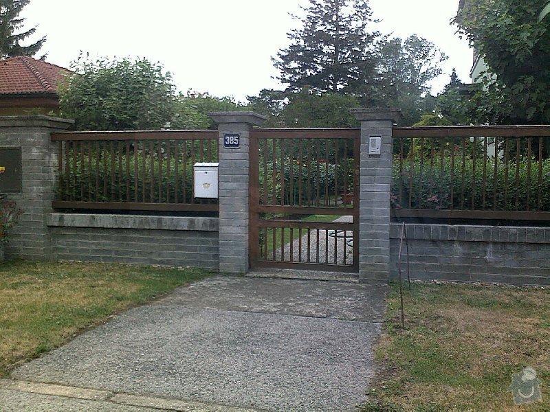 Rekonstrukce a stavba nového plotu  (lícové zdivo 18m, pletivo 16m, betonové panely  34m) branka, vjezdová brána - DUBEN - SRPEN, KRALUPY n.V.: nase_predstava_plotovych_poli_pouze_sirsi_prkna