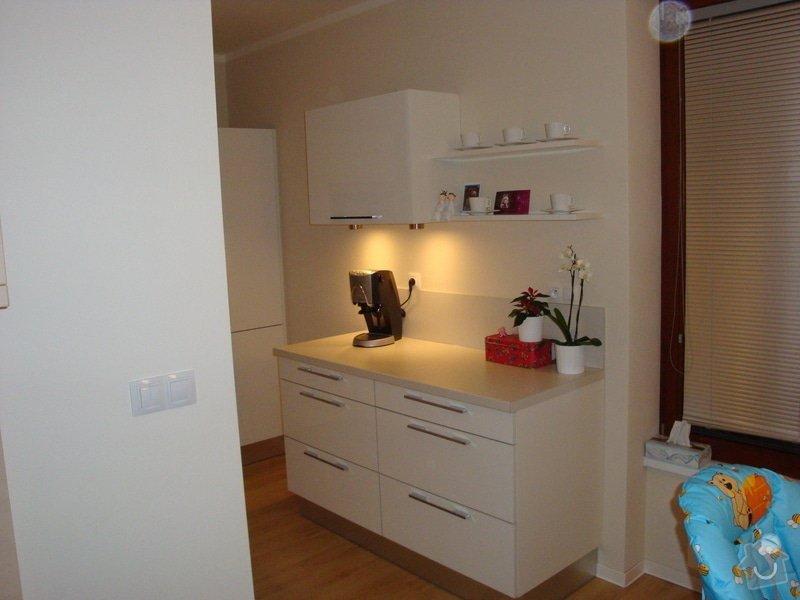 Kuchyňská linka a nové dveře a zárubně: DSC04126