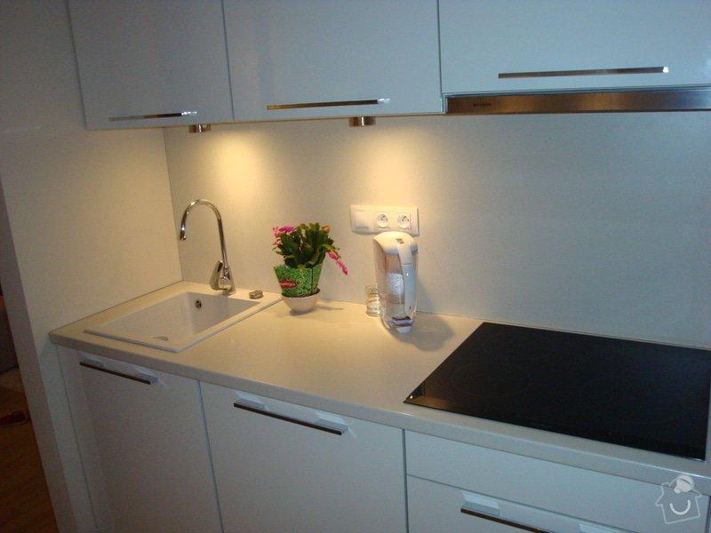 Kuchyňská linka a nové dveře a zárubně: DSC04130