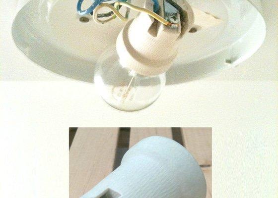 Oprava nástropního svítidla v koupelně