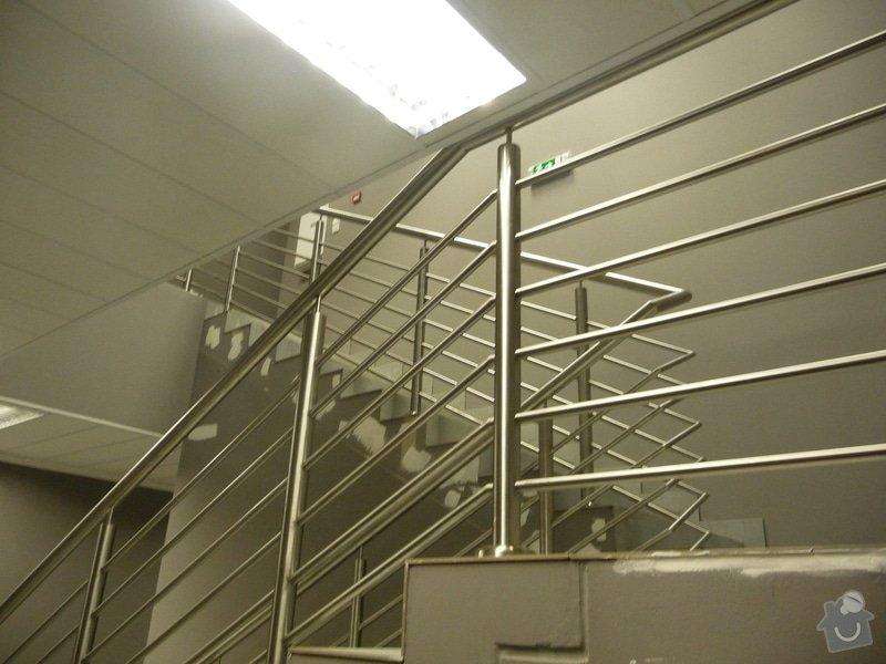 Nerezové zábradlí a madla na schodišti SERVIND Tuchoměřice: P1050920