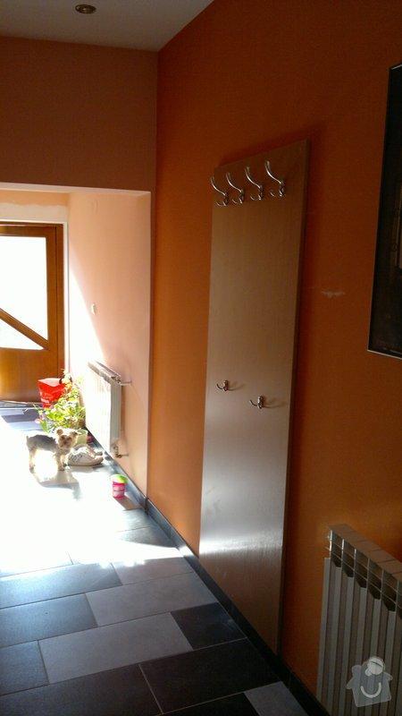 Postel, botík, věšáková stěna, zrcadlo: Vesakova_stena