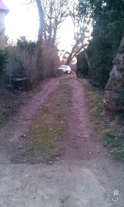 Pokládka zámkové dlažby na příjezdovou cestu: IMAG0353