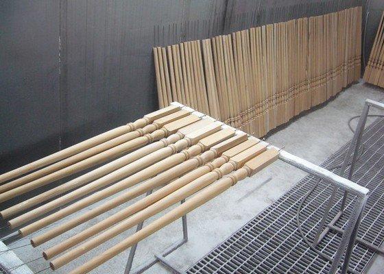 Lakování (nástřik, stříkání) dřevěných dílů