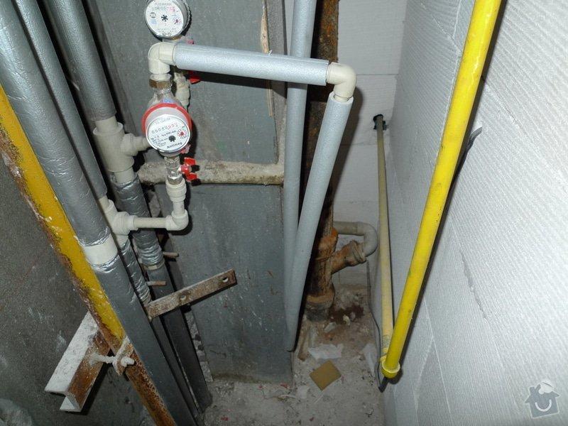 Překlad vody, odpadu, plynu a elektriky, odstranění obkladaček.: P1000775