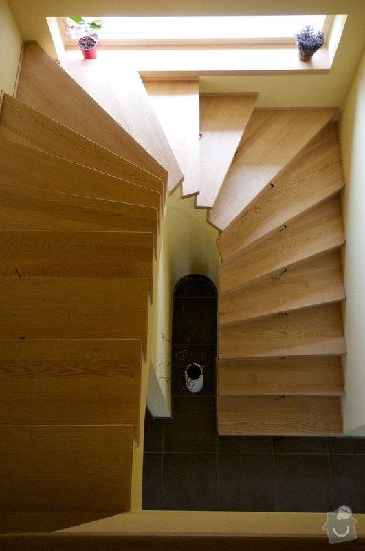 Nerez zábradlí s dřevěným madlem: schody1