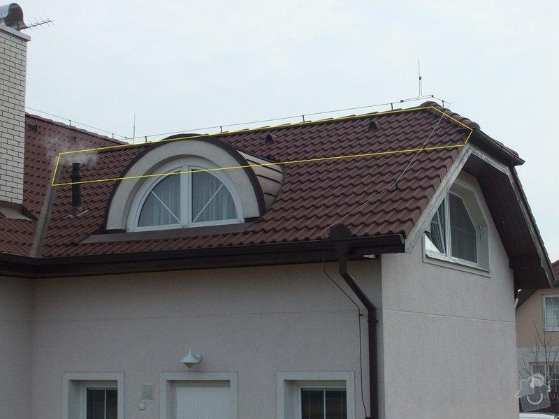 Vyplnění špičky střechy nad částí rodinného domu foukanou izolací.: Strecha2