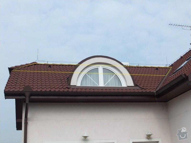 Vyplnění špičky střechy nad částí rodinného domu foukanou izolací.: Strecha3