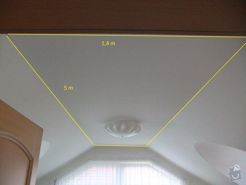 Vyplnění špičky střechy nad částí rodinného domu foukanou izolací.: Vnitrek1