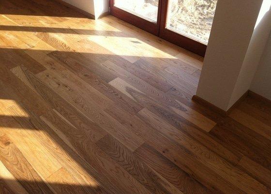 Dodávka plovoucích dřevěných a laminátových podlah do RD Račice